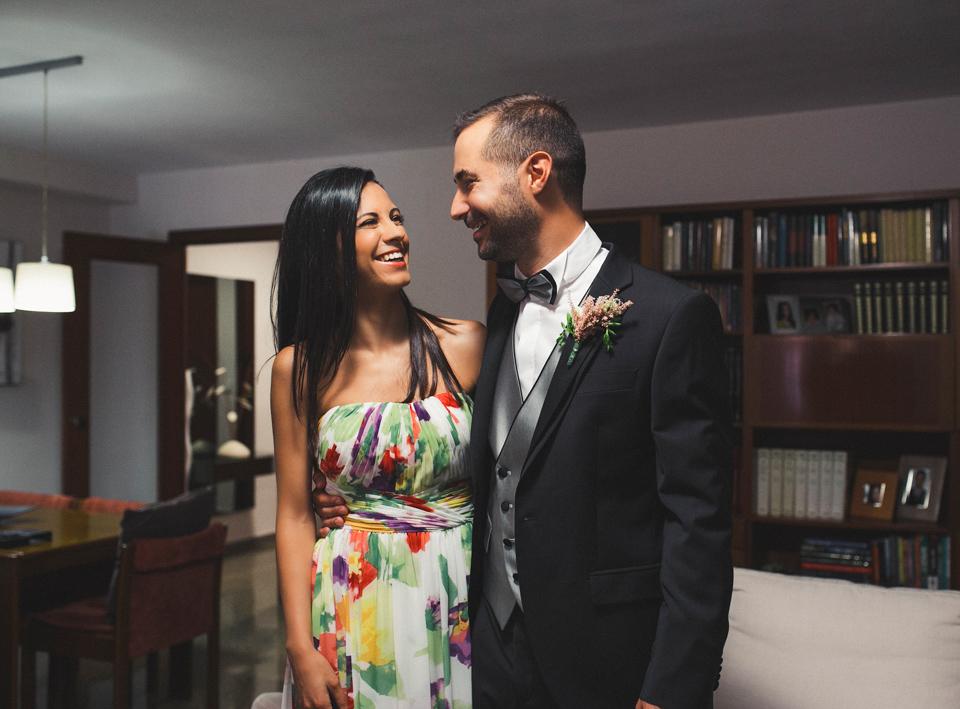 05-novio-con-hermana-riendo