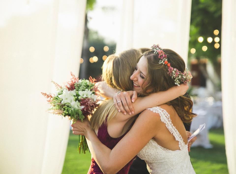 26-abrazo-familia-novia-ceremonia