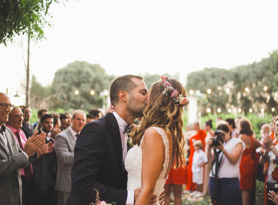 37-beso-novios-boda-huerto-barral-boluda