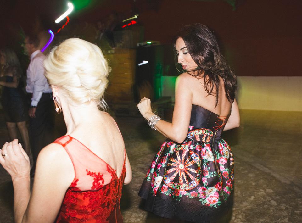 69-fiesta-boda-mujeres-bailando