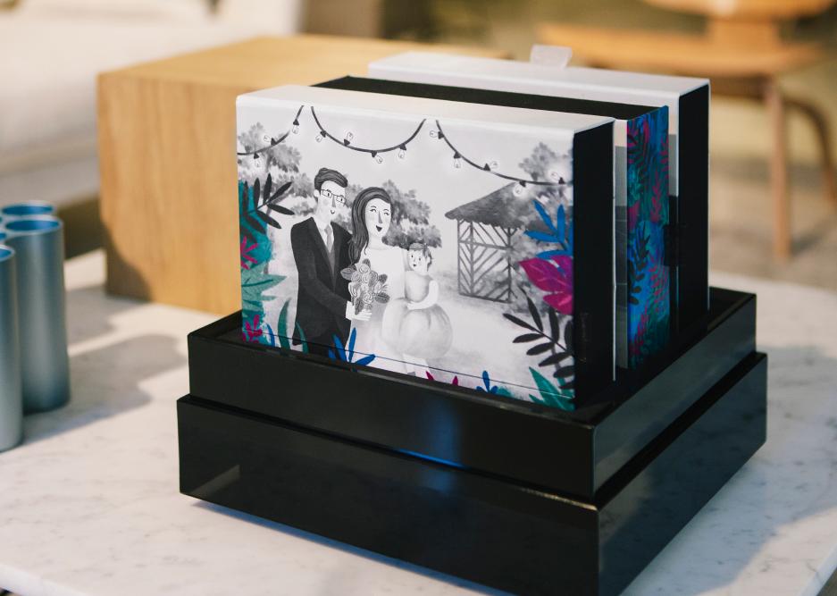 La primera caja Fandi al Cubo en blanco y negro