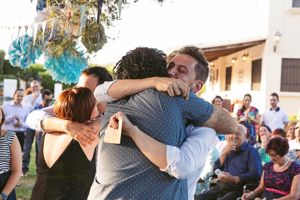 24 abrazo de hermanos boda