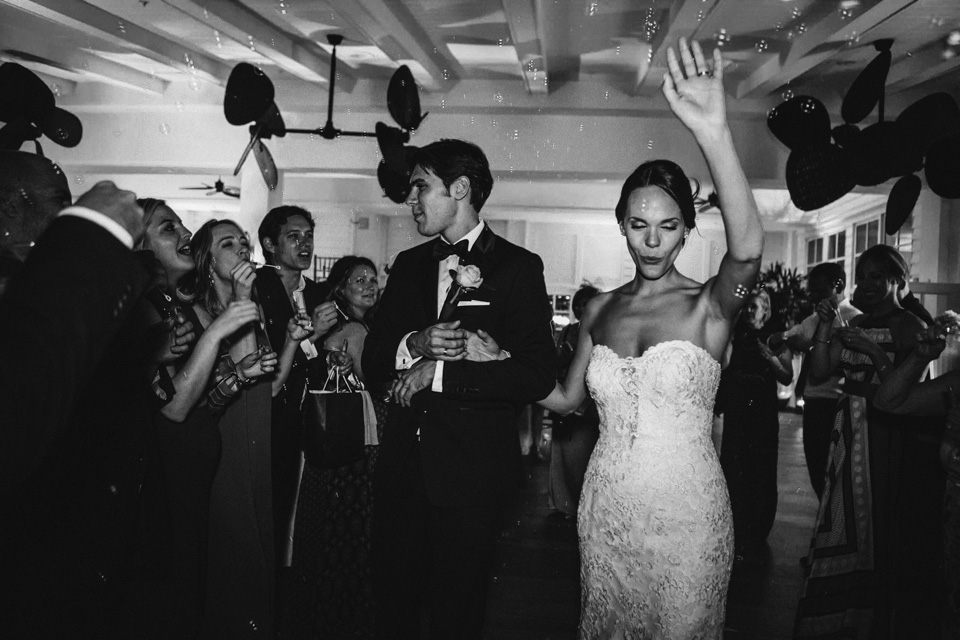 51 despedida de los novios tras la boda