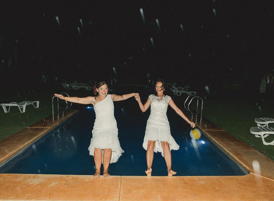 62 salto de novias a la piscina